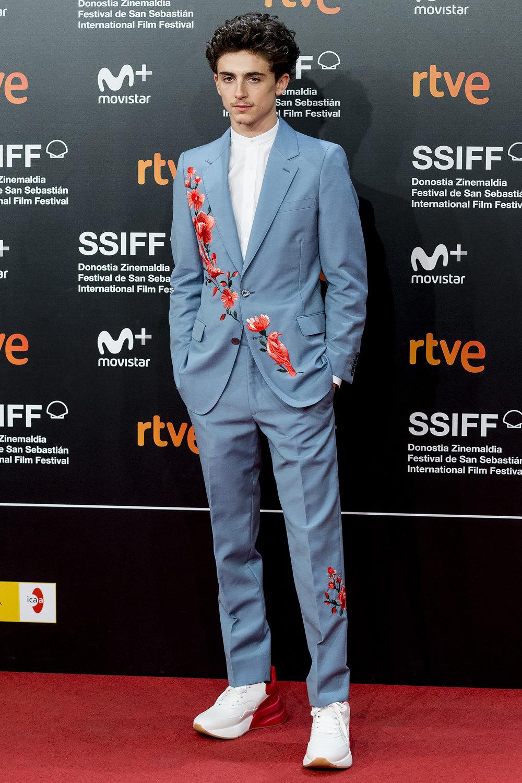 Тимати Шаламе вAlexander McQueen напремьере фильма «Красивый мальчик» наКинофестивале вСан-Себастьяне
