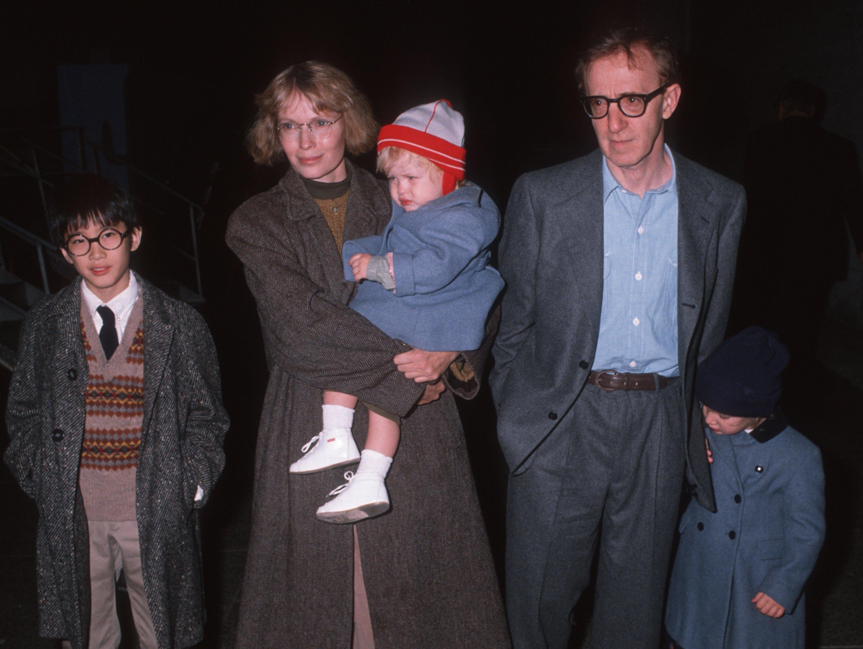 Миа Фэрроу иВуди Аллен сдетьми, 1989 год