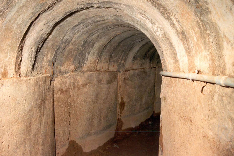 В 1980-х картель Эль Чапо использовал этот тоннель длятранспортировки наркотиков изМексики вАризону