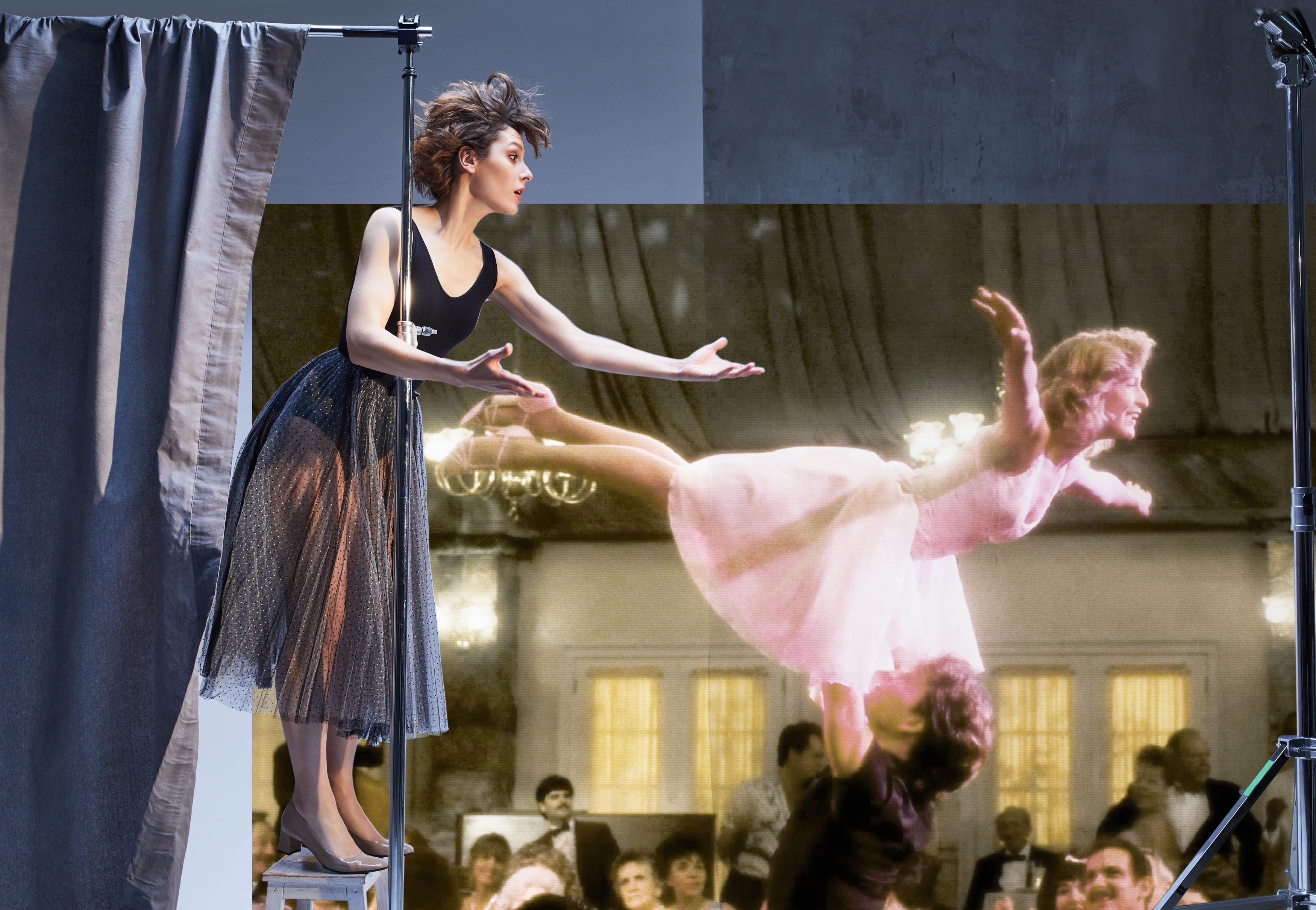 «Грязные танцы». НаИре: боди Wolford, юбка Dior, туфли Pas de Rouge