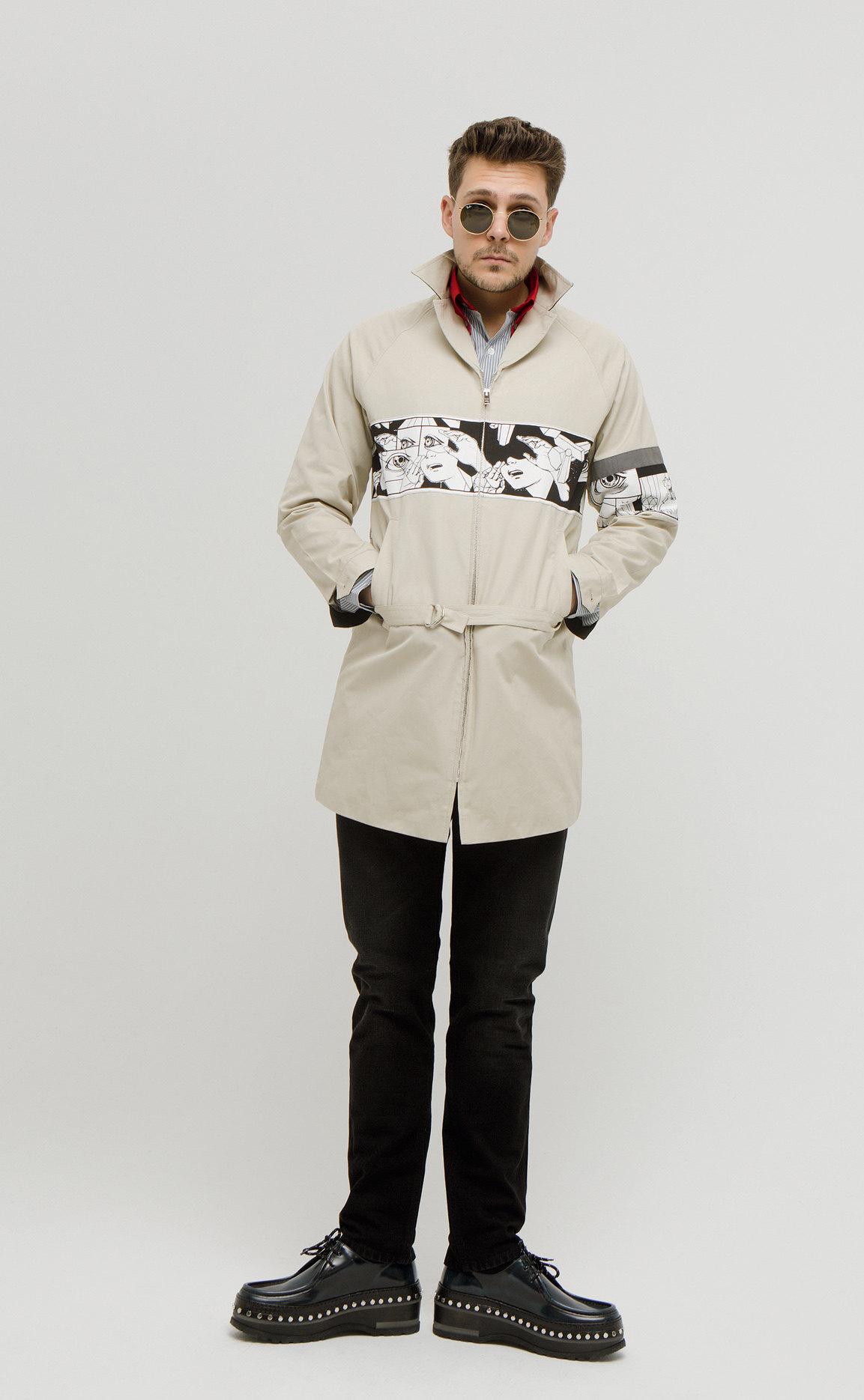 рубашка, все Prada, джинсы Dolce & Gabbana, ботинки Louis Vuitton, очки Ray-Ban