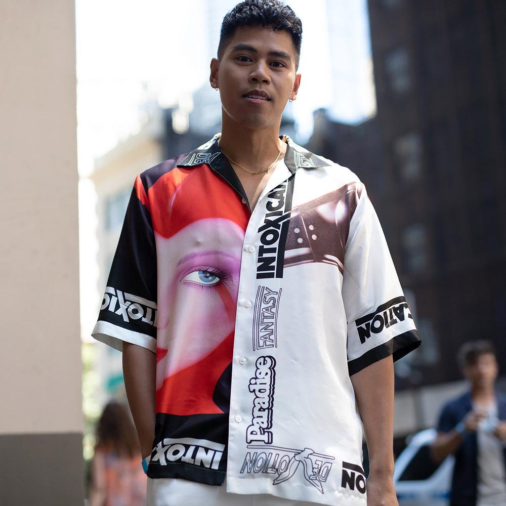 Гость Недели мужской моды вНью-Йорке врубашке Stella McCartney, июль 2018