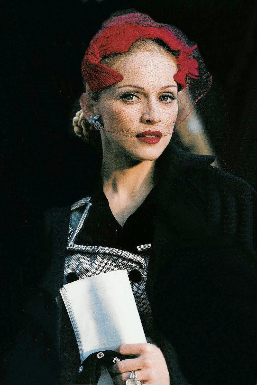 В образе «Эвиты», 1996