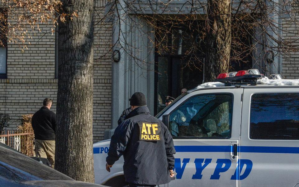 Мэр Нью-Йорка назвал взрыв наавтовокзале попыткой теракта