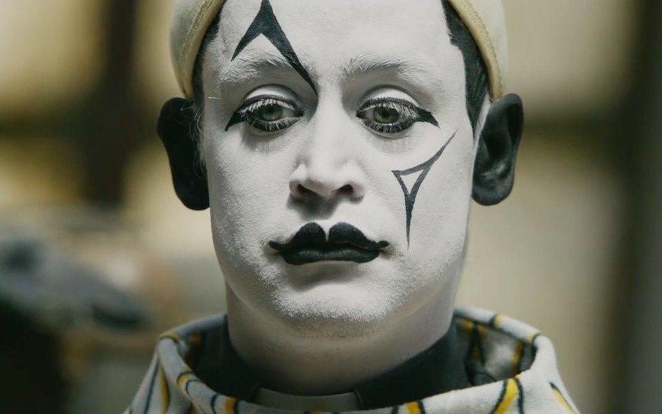 Посмотрите наМаколея Калкина вобразе печального клоуна