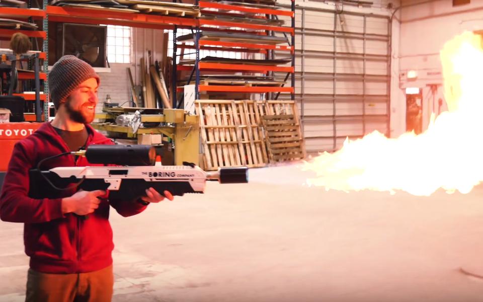 Как собрать «безопасный огнемет» Илона Маска вдомашних условиях