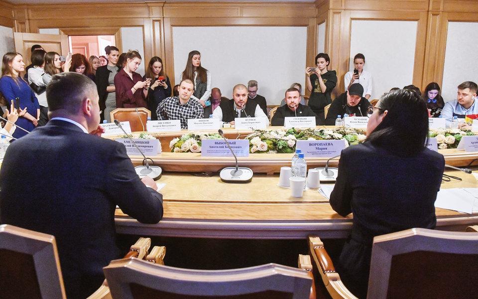«Ни очем разговор, братан»: вГосдуме прошла встреча рэперов идепутатов