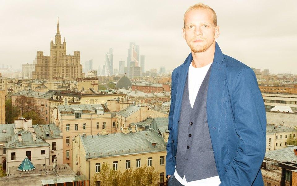 Юрий Колокольников гуляет поПатриаршим