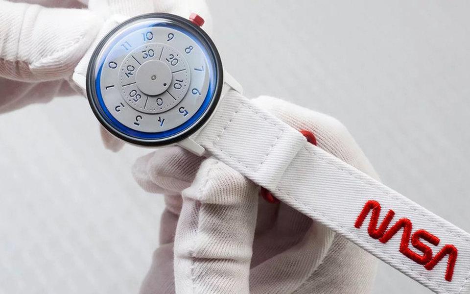 NASA выпустила часы вчесть 60-летнего юбилея