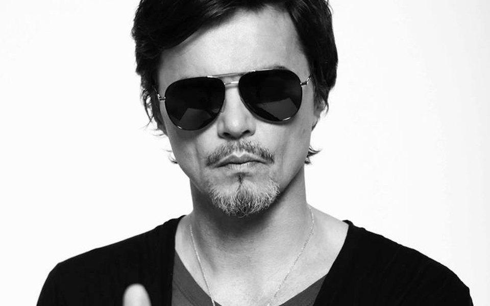 Игорь Григорьев и«Аттракцион» исполняют «Белую панаму»