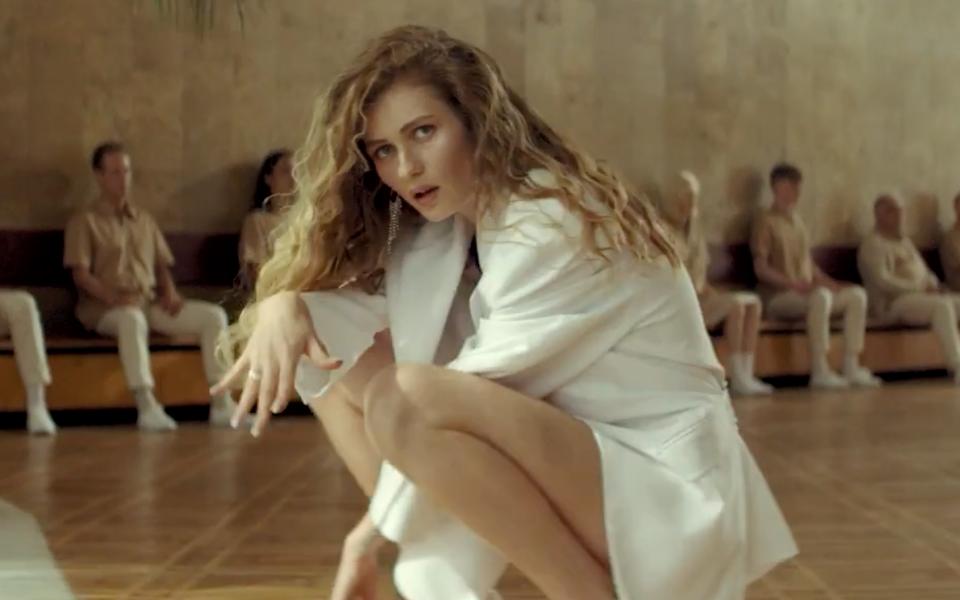 Певица Луна выпустила клип «Огонек»