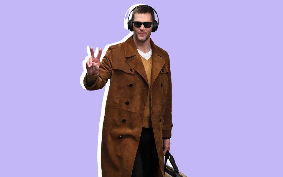 Самый модный спортсмен Супербоула: квотербэк Том Брэди вотличном замшевом тренче