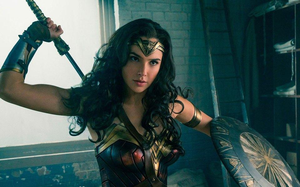 «Чудо-женщина» вошла втоп-5 самых кассовых супергеройских фильмов