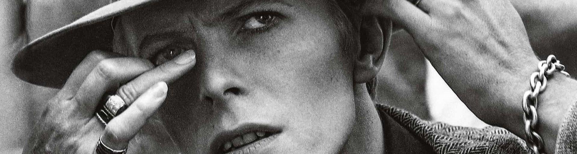 Дэвид Боуи насъемках фильма «Человек, который упал наЗемлю»