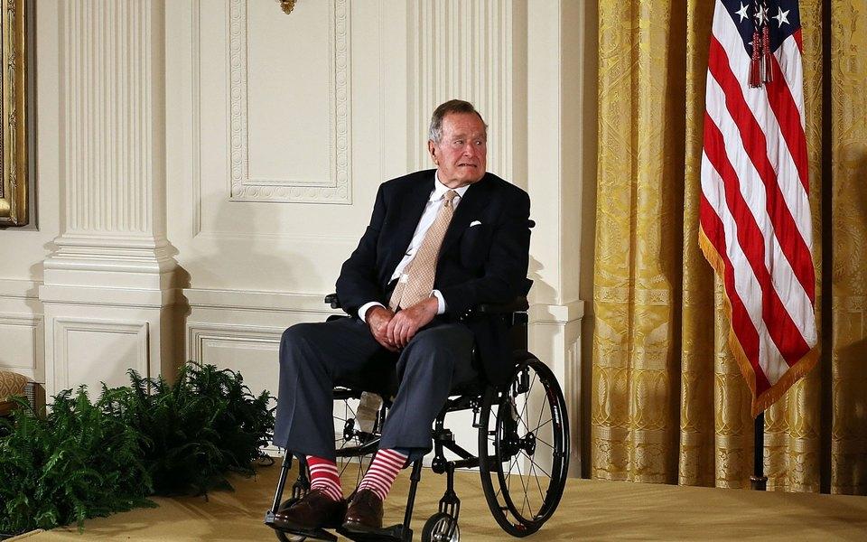 Шесть женщин обвинили Джорджа Буша-старшего внеподобающем поведении