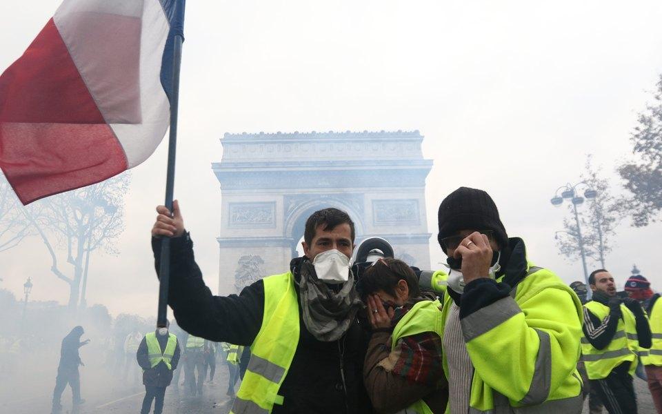 В Париже закроют Эйфелеву башню иЛувр из-за протестов «желтых жилетов»