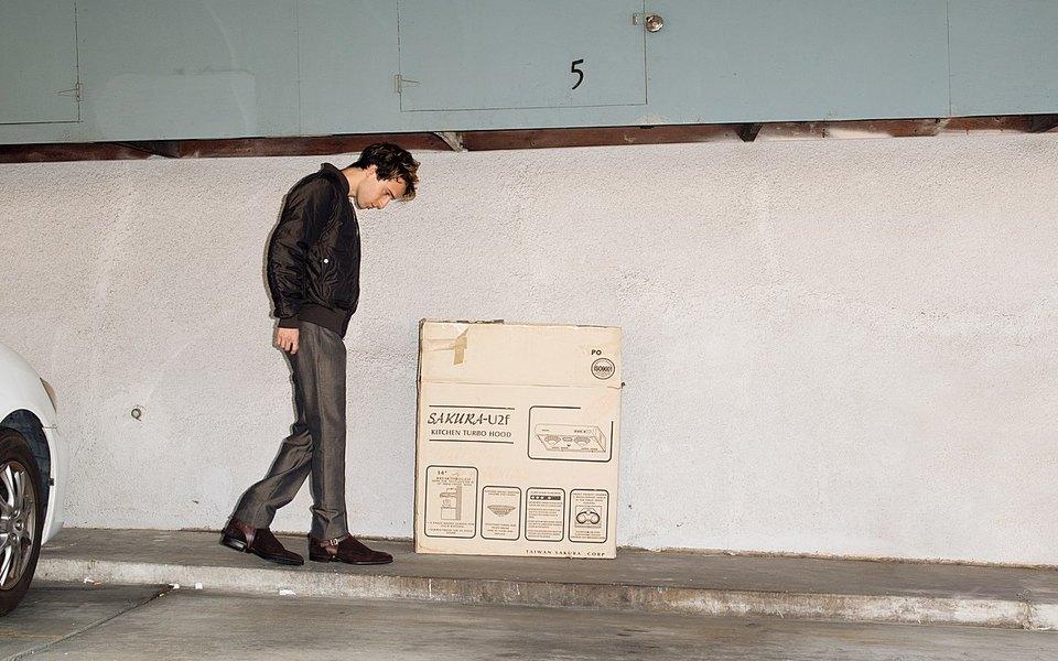 Музыкант Райдер Бах наулицах Лос-Анджелеса