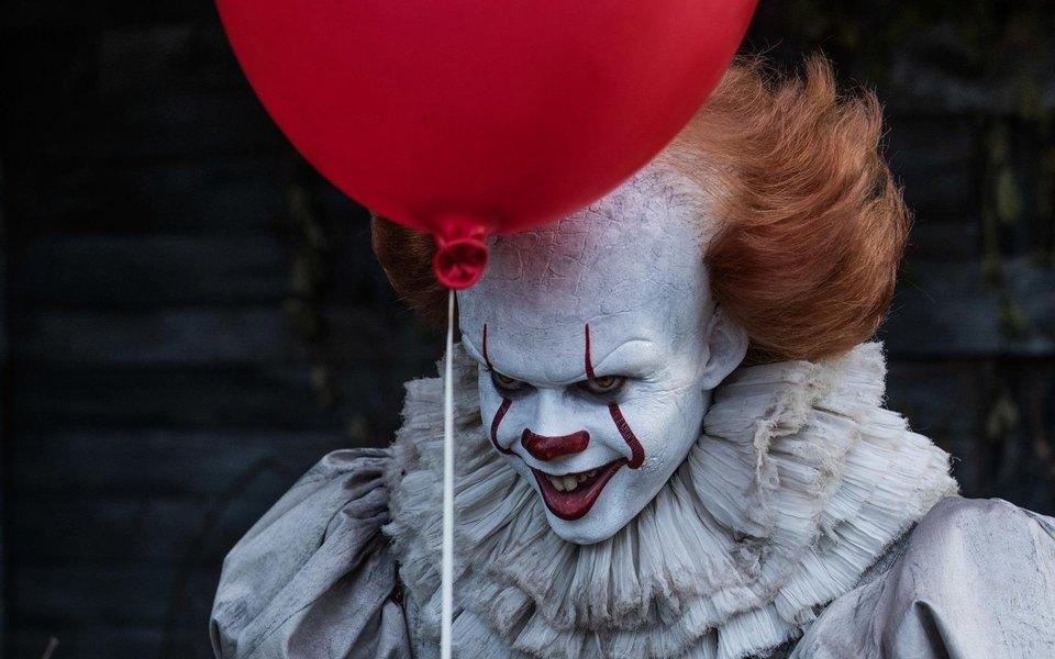 На премьеру «Оно» вТехасе зрители нарядились вдемонических клоунов