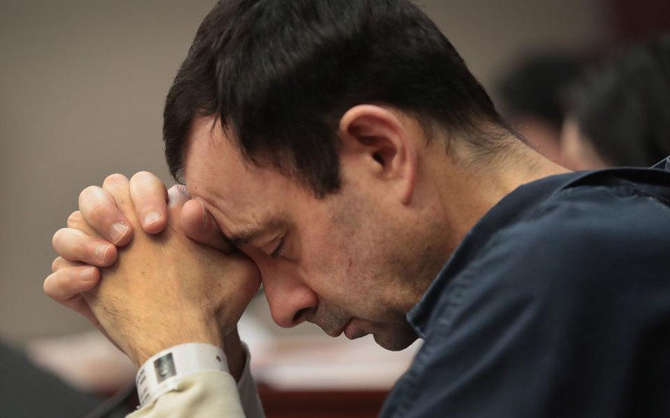 Врача сборной США погимнастике приговорили к175 годам засексуальное насилие идомогательства