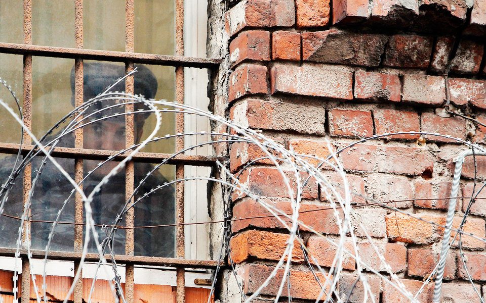 Верховный суд РФ указал на недопустимость применения насилия к заключённым