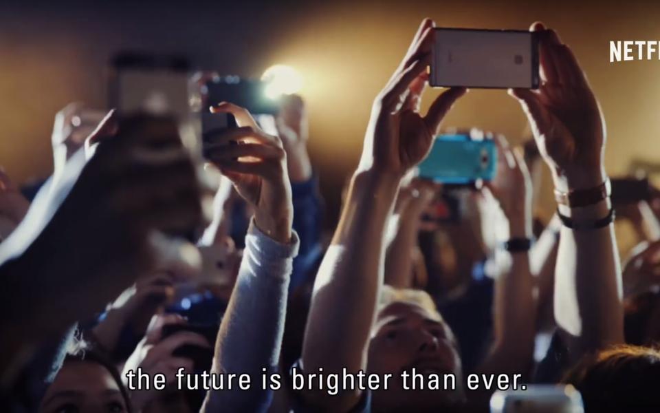 «Будущее ярче, чем когда-либо». Создатели «Черного зеркала» подвели тревожные итоги 2017 года